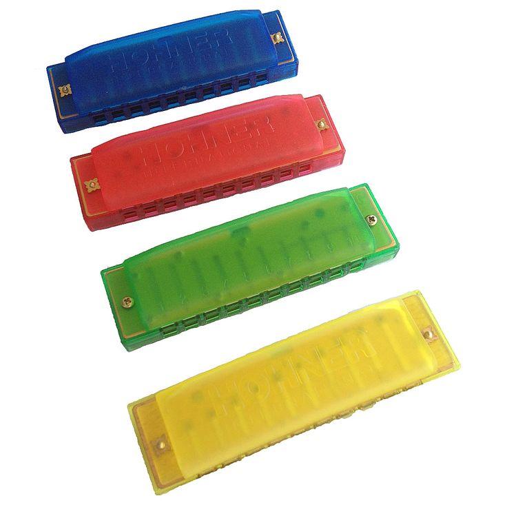Kleurrijke kunststoffen kinderharmonica in C-majeur.    20 tonen. Lengte ong. 10 cm.    De prijs is per harmonica en er is keus uit 4 kleuren. Elke kleur kan apart bestellen en in het winkelwagentje plaatsen.