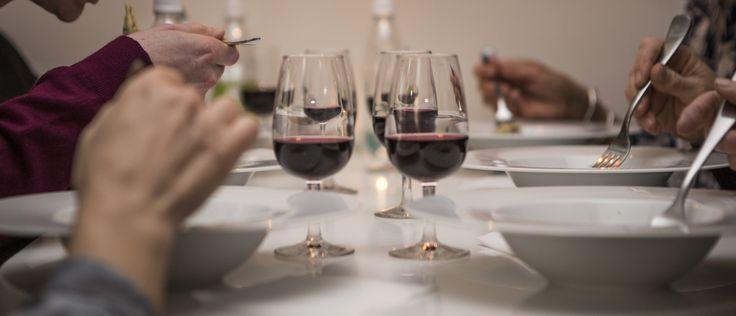 Ett glas rött komplementerar rätten väl på matvandringen.