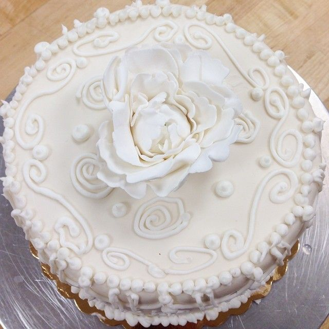 Just one of many beautiful cakes from today's class! Check out our class schedule here: http://classes.carlosbakery.com/