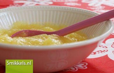 Maak zelf je babyvoeding! Kijk op Smikkels.nl voor het recept van dit Appel hapje | Fruithapje | Babyvoeding | Smikkels.nl