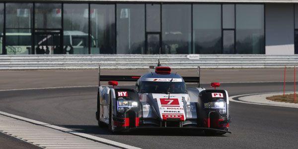 Cars - FIA WEC : l' Audi R18 e-tron quattro 2015 dévoilée ! - http://lesvoitures.fr/fia-wec-l-audi-r18-e-tron-quattro-2015-devoilee/