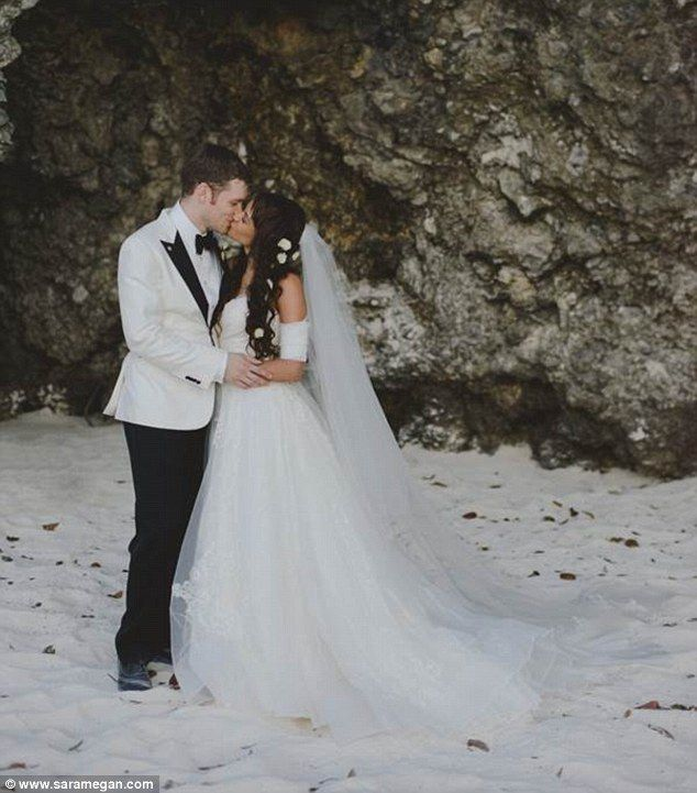 Vampire Diaries co-stars Joseph Morgan and Persia White said 'I do' in an intimate beach wedding in Ochos Rios, Jamaica, in front of 26 guests. The bride wore an off-the-shoulder Vera Wang gown with a cathedral-length veil http://dailym.ai/1ruYbr1