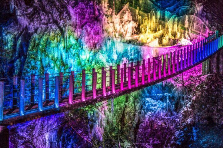 """2,104 Likes, 30 Comments - Takahiro Hosoe(26) (@takaphilography) on Instagram: """". 彩りの氷瀑世界 . . 奥秩父の氷瀑、尾ノ内百景氷柱。 . . 橋までレインボーにライトアップされる。 . . 季節の楽しみがあるって素敵なこと☺️ . . ライトアップが派手過ぎて…"""""""