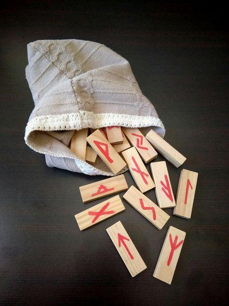Wooden handmade Satz der Runen von Runen Magic auf DaWanda.com