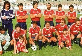 1988/89 Club Atletico Independiente; Fue un equipo que desarrolló buen fútbol, pero ante todo resultó compacto, y en un momento pareció invencible. De los 38 partidos ganó 22, empató 11 y perdió 5. La estrella, una vez más, fue Ricardo Bochini.