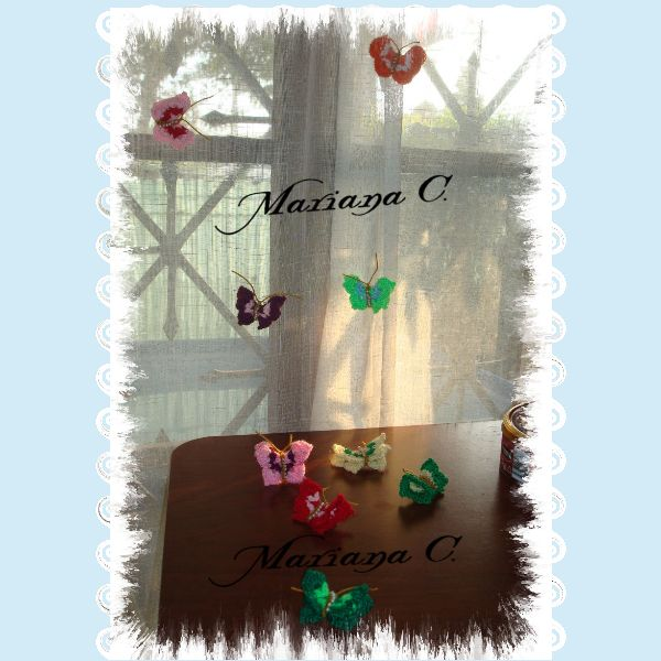 Invasión de prendedores de Mariposas... tejidas a Crochet... prendedor metálico...