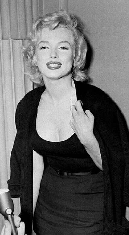 Marilyn during an interview with the press outside her Sutton Place, NY apartment, 1956.