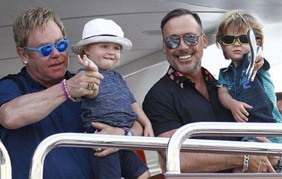 Elton John: Παρατ¬ει την καριρα του για χ¬ρη του συζÍγου και των παιδιÎν του
