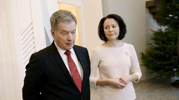 Sauli Niinistö ja Jenni Haukio vastaanottivat perinteiset joulutervehdykset presidentin virka-asunnolla Mäntyniemessä Helsingissä.