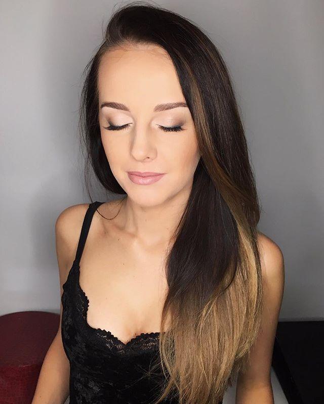 Mam dziś pierwszą profesjonalną sesję z @acrproduction za sobą! Efekty za kilka dni na blogu  A tymczasem dziękuje @j_u_s_t_a za cuuuudowny make up  #makeup#makeupartist#polishblog#inspiration#me#look#backstage#naturalmakeup#makeuptutorial#maccosmetics