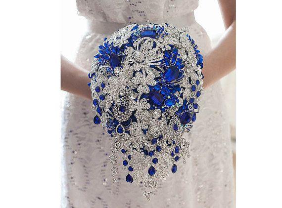 Bleu royal broche bouquet. Bleu et argent broche par TatyanaAgulina