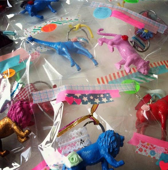 super idea for a house warming give away - diy key ring animals  - via www.michiel-kroonenberg.nl