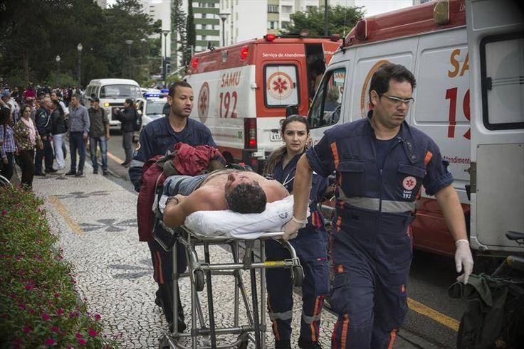Prefeitura de Curitiba deu guarida aos feridos.  Manifestação de 29/04/2015. Servidores públicos (professores na maioria) lutavam contra a destruição do seu sistema de previdência quando foram covardemente surrados por 1600 policiais.