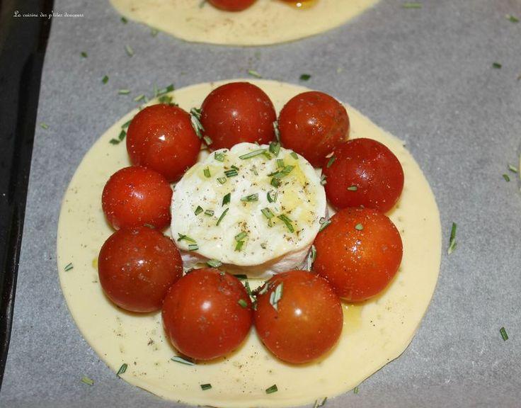 Tartelettes au chèvre, tomates cerises et romarin
