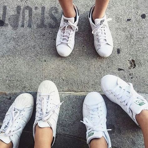 Zo houd je je witte sneakers wit