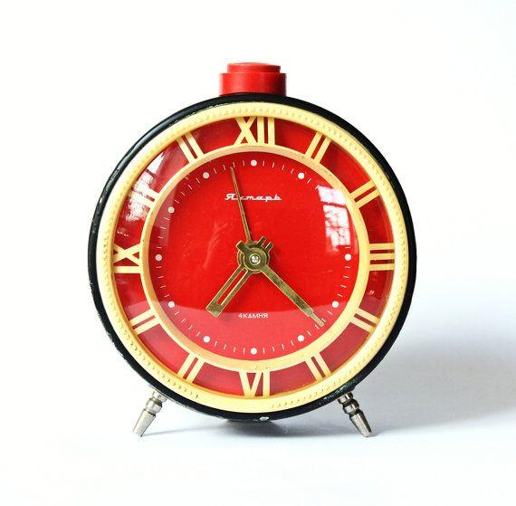 Excellent red bakelite clock