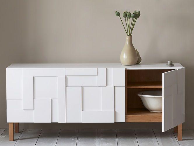 Aparador Branco com Textura Geométrica. Designer: Russel Pinch.