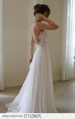 wedding dress for the beach.. something small, simple and it flows.. classy touch to it too