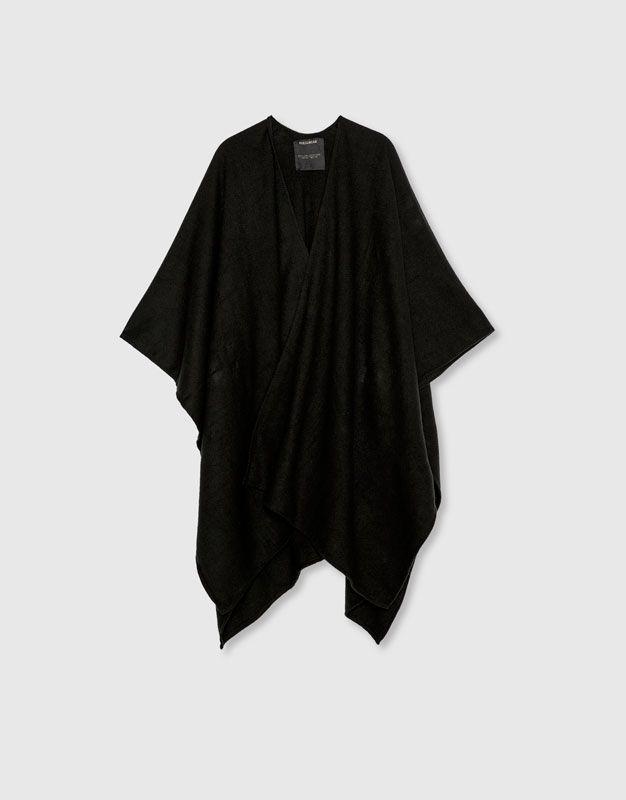 Poncho masculino negro - Bufandas y guantes - Accesorios - Hombre - PULL&BEAR México