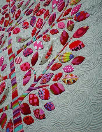 Beautiful quilt ♡♡♡ Use #AccuQuilt appliqué dies to cut leaf & bird shapes for your projects.