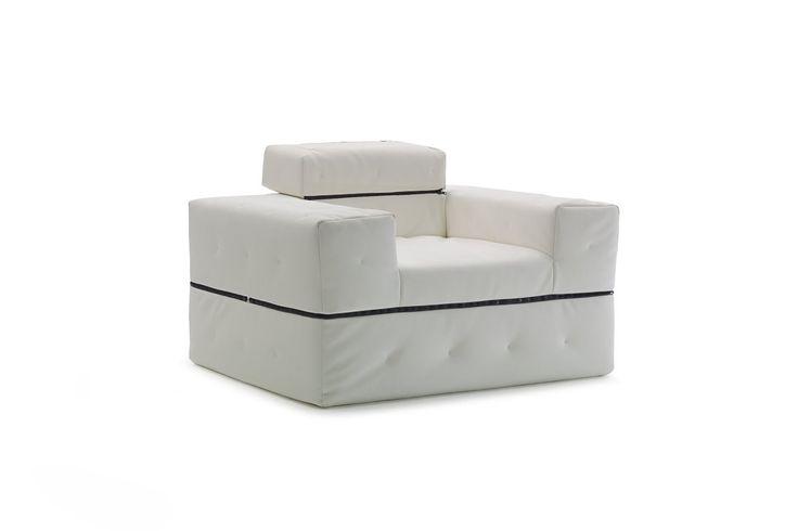 Divaletto Sessel - DIVALETTO ist ein junges Design: ohne zusätzlichen Mechanismus wird es zu einem Bett. Mit Hilfe des in zwei Positionen verstellbaren Rückenteils wird DIVALETTO zu einem schnellen Gästebett. Der abziehbare Steppbezug wird mit Polstermöbelstoffen oder mit PVC-Bezügen für Innen- und Außenbereiche hergestellt.