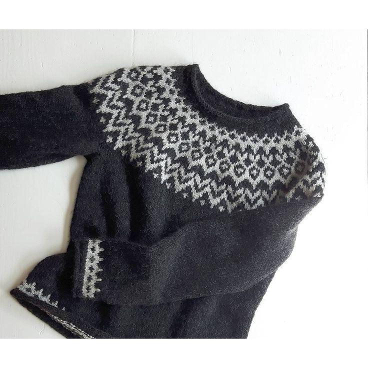 Ravelry: girlnamedsandoz's monochrome Riddari pullover