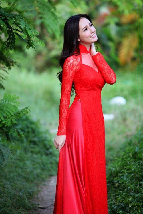 Vietnamese wedding dress lace
