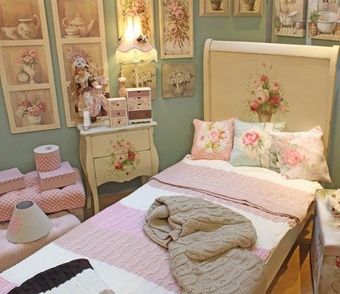Gorgeous #romantic #pink bedroom. www.inart.com