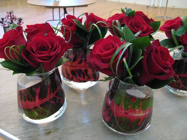 Pretty little red rose vases for your love. #BloomersFlowerShop