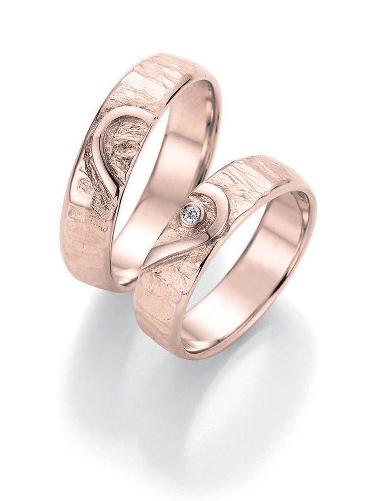 Antragsringe Rosegold:  Ringbreite: 5,5 mm - Kollektionen: Goldschmied Inspiration -  Steingröße & Qualität:0,025 ct w/si -  Material: Rosegold - Ringhöhe: 1,4 mm -  Oberfläche: gehämmert, glänzend -  Lieferzeit: 7-10 Werktage
