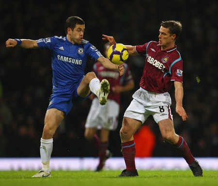 LONDON, ENGLAND - DECEMBER 20: Joe Cole of Chelsea is challenged by Scott Parker of West Ham United during the Barclays Premier League match between West Ham United and Chelsea at Upton Park on December 20, 2009 in London, England.  (Photo by Phil Cole/Getty Images)