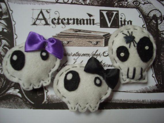 Gothic Lolita Spooky Creepy Halloween Felt Skull by AeternamVita, €5.00