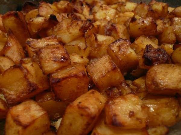 πατάτες με πράπρικα και κόκκινο κρασί