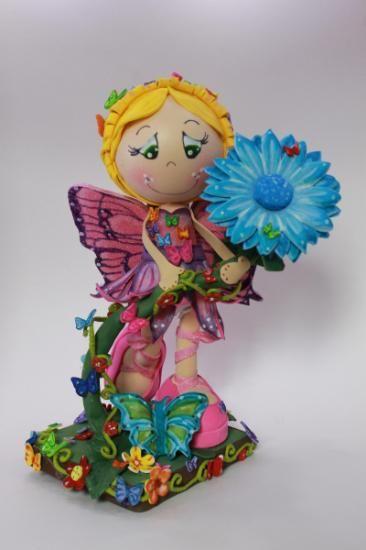 muñeca fofucha hada mariposa centro de mesa  goma eva  pintura,silicona,base mdf goma eva 3d  fomi 3d,termoformado  pintura