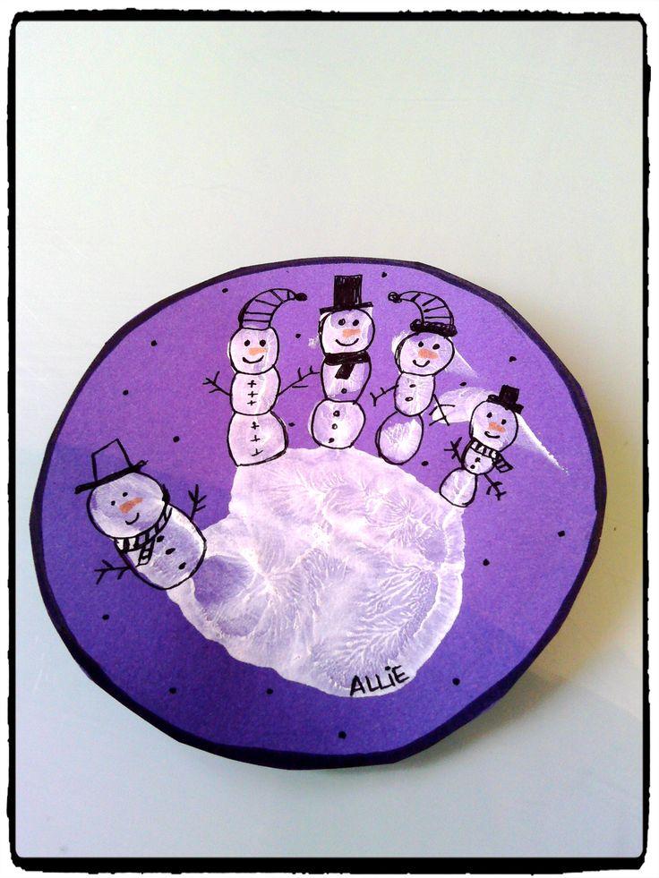 bonhommes de neige en empreintes de mains, bricolage hiver, enfant