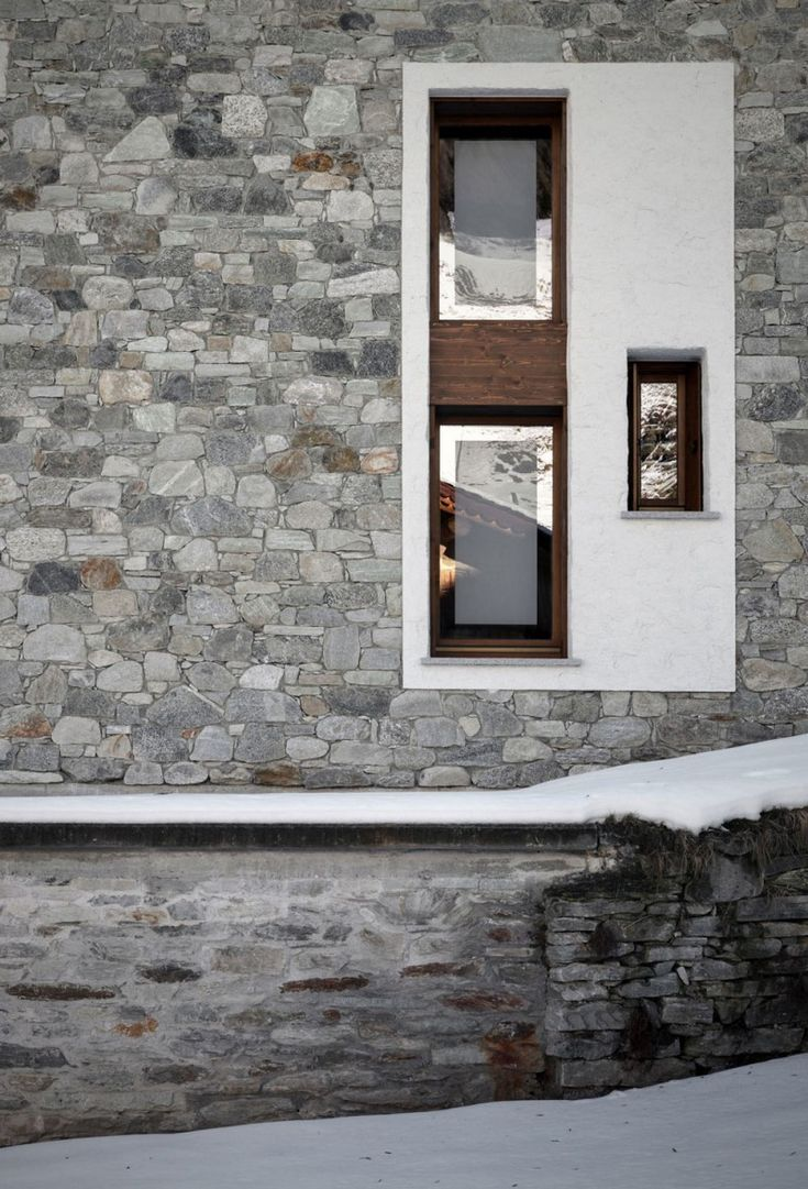Casa Up by Es Arch – Enrico Scaramellini Architetto | HomeDSGN, a daily source for inspiration and fresh ideas on interior design and home decoration.
