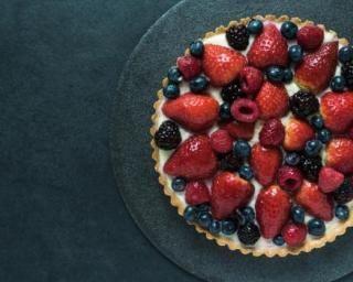Tarte légère aux fruits rouges sans cuisson : http://www.fourchette-et-bikini.fr/recettes/recettes-minceur/tarte-legere-aux-fruits-rouges-sans-cuisson.html