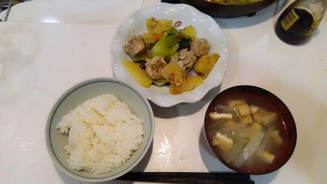 シューマイとイモなどを炒め焼きしたもの、大根と油揚げの味噌汁。 食ったもの。シューマイとイモなどを炒め焼きしたもの、大根と油揚げの味噌汁。なんか和風な感じだ。 I fried siomai and a potato and made firing. Miso soup of a Japanese radish and the fried bean curd. http://www.kandamori.net/2017/01/blog-post_45.html #朝食 #夕食 #昼食 #ランチ #グルメ #ディナー #食事 #料理 #食料 #食べ物 #ご飯 #Breakfast #dinner #lunch #gourmet #meal #Dish #food #rice #cook #cooking