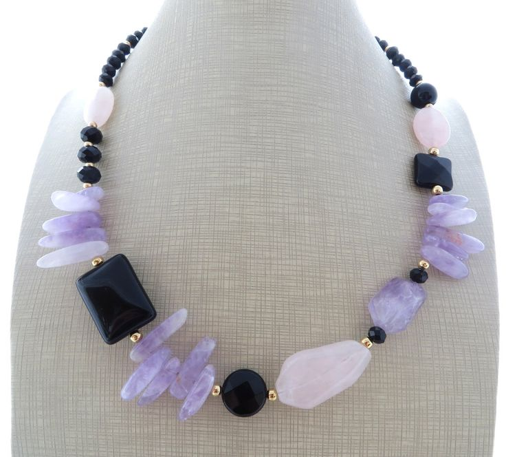 Amethyst necklace and earrings, black onyx necklace, pink quartz necklace, uk beaded necklace, purple gemstone choker, boho chic jewelry door Sofiasbijoux op Etsy https://www.etsy.com/nl/listing/238875845/amethyst-necklace-and-earrings-black