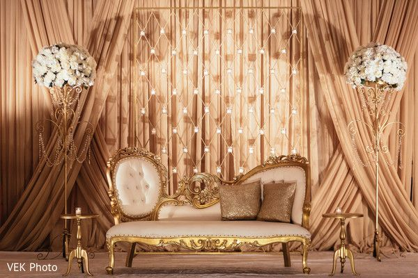 Amazing golden indian wedding reception. http://www.maharaniweddings.com/gallery/photo/97059 @prashe/prashe-decor