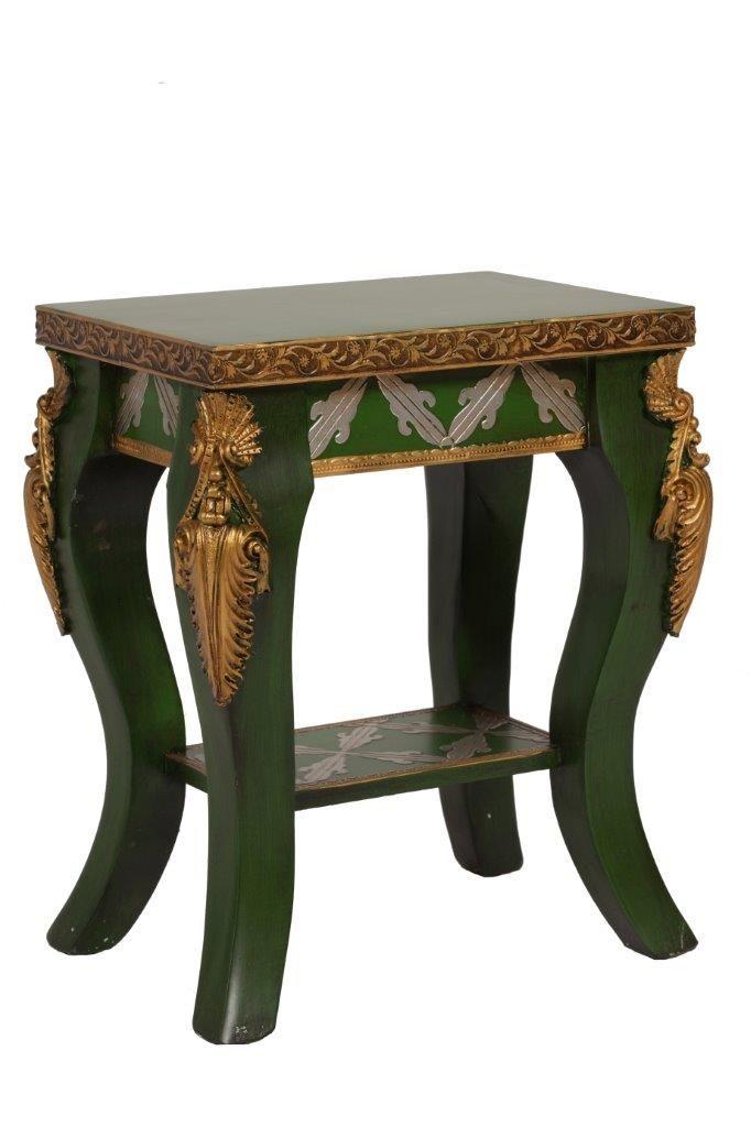 Этот табурет выглядит, как антикварный предмет мебели из дворянской гостиной. Он выполнен в темно зеленом цвете и привлекает внимание богатым декором. Фигурные узоры расположены на окантовке вокруг сидения, на подставке для ног. Фигурные ножки табурета украшены золоченой лепниной. Этот табурет – самодостаточная дизайнерская вещь, которая может стать ключевым украшением интерьера.             Метки: Табуреты для кухни.              Материал: Дерево, МДФ.              Бренд: DG Home…