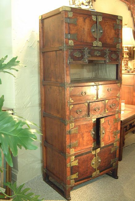 KOREAN FURNITURE | Exceptional Korean furniture Chest c1800