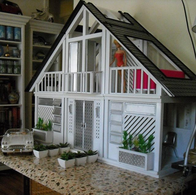 Barbie house update... I like this, I remember this house from when I was a kid and they painted it for a new look, good idea