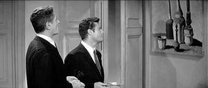 """La dolce vita - Fellini  In una scena ambientata nella casa dell'intellettuale Steiner, lui e Marcello Mastroianni intrattengono una breve conversazione davanti a una delle celebri nature morte con bottiglie e bicchieri di Morandi: """"Ah, sì. È il pittore che amo di più. Gli oggetti sono immersi in una luce di sogno. Eppure sono dipinti con uno stacco, con una precisione, con un rigore che li rendono quasi intangibili. Si può dire che è un'arte in cui niente accade per caso"""", afferma Steiner."""