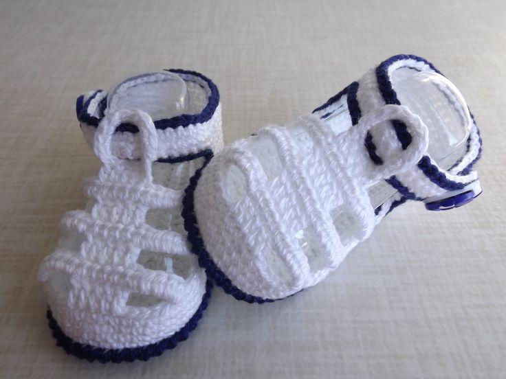 sandalia feita de croche, cores e tamanhos a criterio do cliente.   tamanhos: rn a 1 mes, 0 a 3 meses,3 a 6 meses !!!  informar o tamanho no ato da compra!