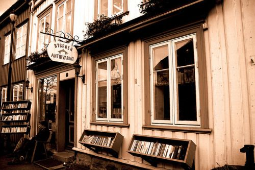 bookoasis:  Antiquarian bookshop in Trondheim, Norway (by aaberg)