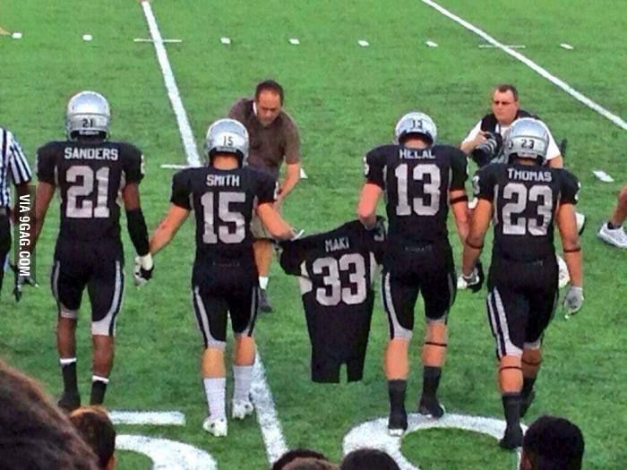 Texas High School football team honors their teammate who was killed earlier this week