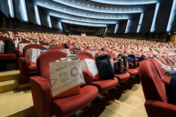 La X-Bag (gift bag) di TEDx Vicenza 2016  TEDx Vicenza 2016 Play Pause Restart