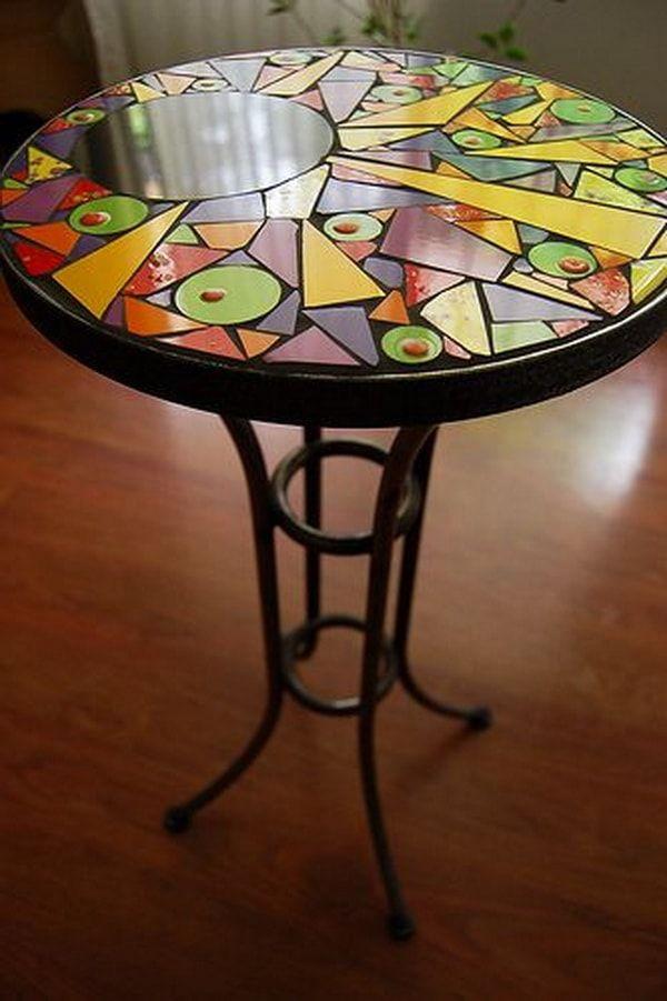 Mesa redonda personalizada con mosaicos