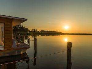 """Hausboot """"Style"""" in der Marina Krummin +  + romantische Sonnenaufgänge, Fühstück auf der Terrasse + bodentiefe Fenster, Fußbodenheizung, erstklassige Ausstattung + 42m², max. 4 Personen"""